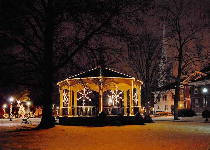 Gazebo Christmas (Small).JPG