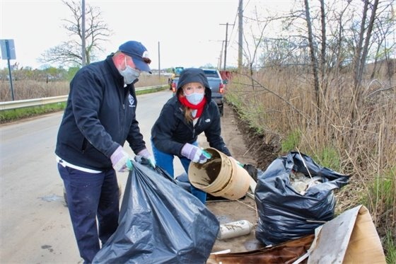 Rossi leads Earth Day cleanup of Spring St.