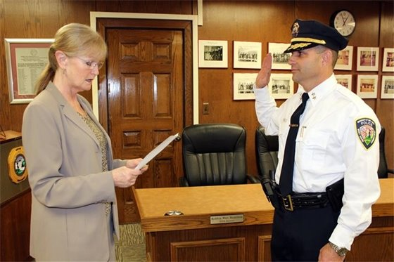 New UNH police chief takes oath of office