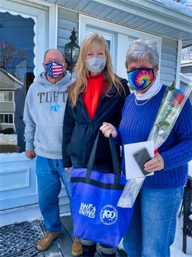 Rossi delivers valentines to couples married 50 years